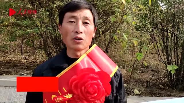 2米4高的大蔥 大叔9次種出蔥狀元 獲獎金20多萬 山東濟南