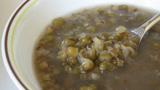 较真丨绿豆汤煮出来偏红色是怎么回事?为何南北方颜色截然不同?