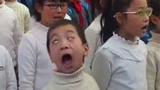 小学生合唱卖力到翻白眼 表情太有戏碾压众人