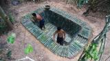 荒野求生:小伙徒手建造竹子泳池,这技术太秀了