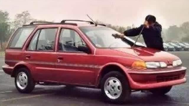 北京中華子彈頭:玻璃鋼車身,首款出口美國的轎車,名噪一時卻瞬間倒閉