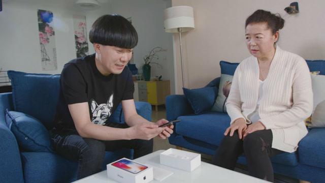 陈翔六点半:咬牙给老妈新买手机,她却还要十个?