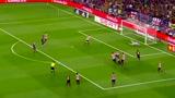 这个真是神进球,梅西边路一条龙戏耍对方后卫破门!