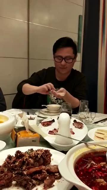 我第一次见到这样吃,真是吃货_秋霞理论