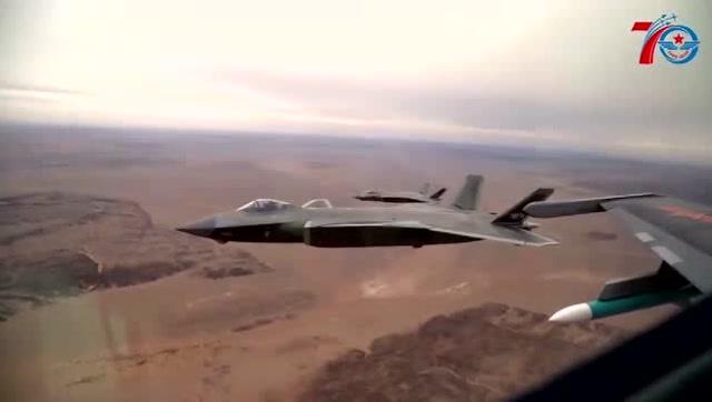 空軍發佈致敬短片:最強飛機集體亮相