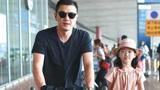李亚鹏带女儿现身机场 李嫣打扮时尚有气质