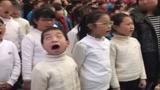 小戏精! 一男孩合唱太投入唱到翻白眼 每一帧都是表情包