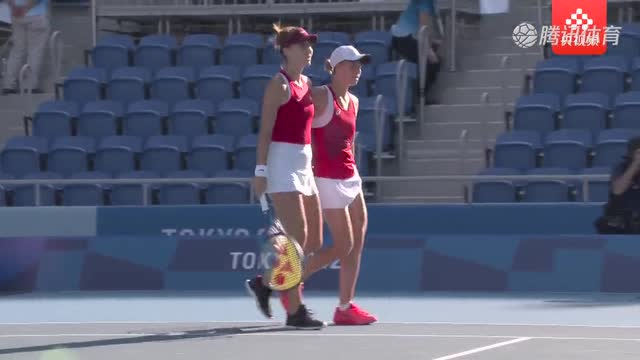 【金牌时刻】网球女子组双打决赛 捷克组合2-0横扫对手拿下冠军_金牌时刻