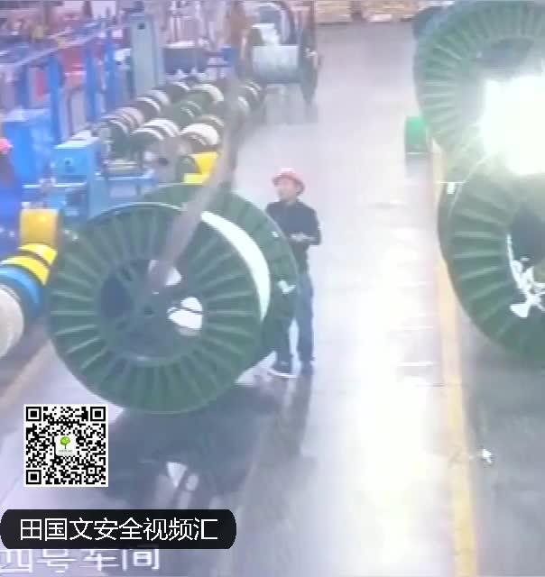 车间吊车斜吊挤人事故瞬间网页版田国文安全视频汇 (304播放)