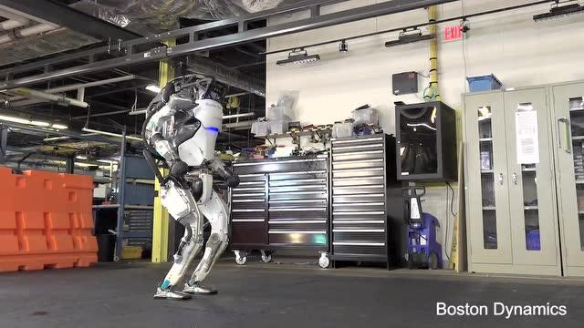 波士頓機器人發佈全新測試短片!新版機器人倒立翻滾樣樣精通!
