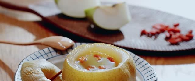 借秋風燉了秋梨膏、小吊梨湯還有冰糖燉梨,超甜的