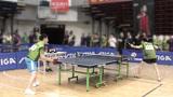 两位小伙打乒乓球动作真漂亮!您看他们是专业选手还是业余高手?