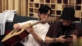 朱一龙吉他弹奏《成都》,小澜孩白宇还被居老师吐槽:你走开
