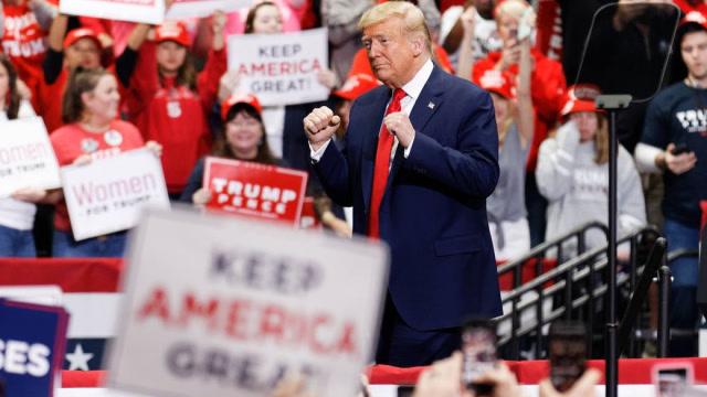 美媒:擔心經濟受損比病毒更糟 特朗普暗示隔離15天后美國人返工