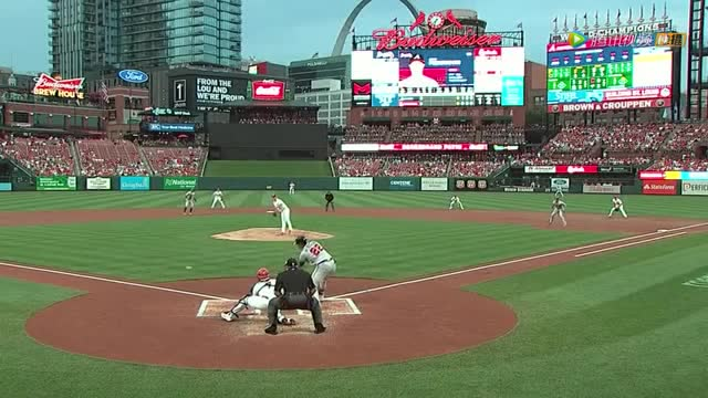 红雀队守备配合失误 勇士队再敲一记安打达到满垒_MLB