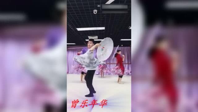 舞蹈版《风筝误》男的跳的比女的还棒!