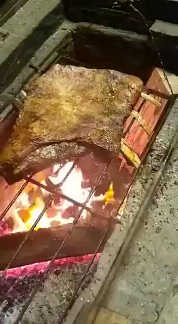 烤肘子的肉 我好心疼哦