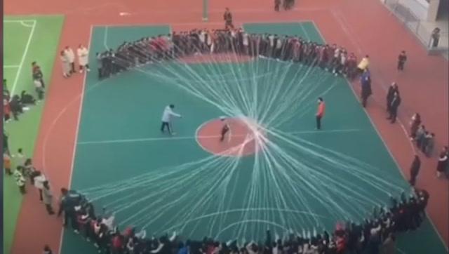 小学生: 这段中国学生跳绳的视频火了 境外媒体:不是亲眼看到你不会相信