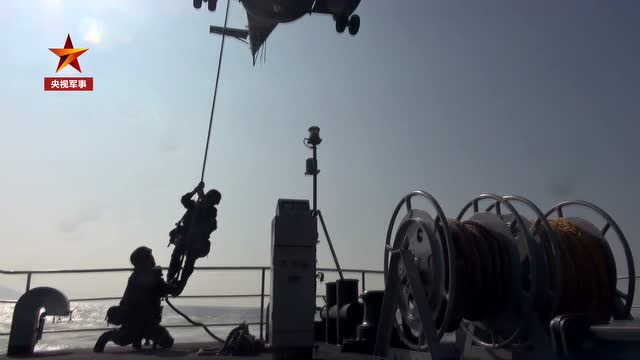 帥!駐香港部隊三軍聯合海空巡邏