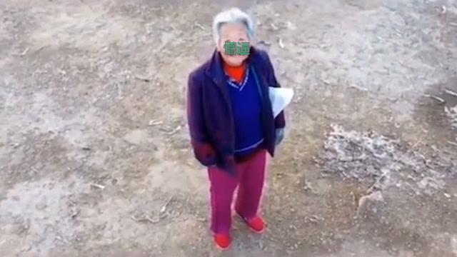 無人機昨天剛勸完沒戴口罩的老奶奶,今天又來勸小夥子了