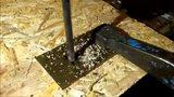 俄罗斯农民用废旧轴承打出一把锋利无比的尼泊尔弯刀