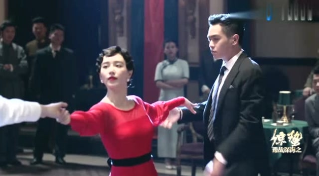 《惊蛰》张若昀霸气抢回自己老婆跳舞,男子气概爆棚