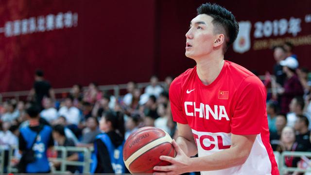 上海男篮新赛季体测现场 可兰第一次入新队体测有点小严重