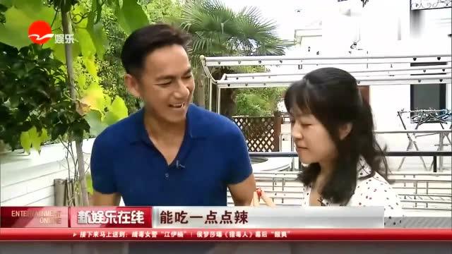 骆达华妻子家世一直是个谜,骆达华一个TVB三线演员,本身片酬并不高,然而在上海却买得起大别墅,别墅中内景宽敞豪华,前院还有大片空地种蔬菜,在此前的骆达华晒的视频中后院还有游泳池,光靠骆达华的片酬应该在上海是买不起这么好的房子,看来老婆卢燕是个狠人!