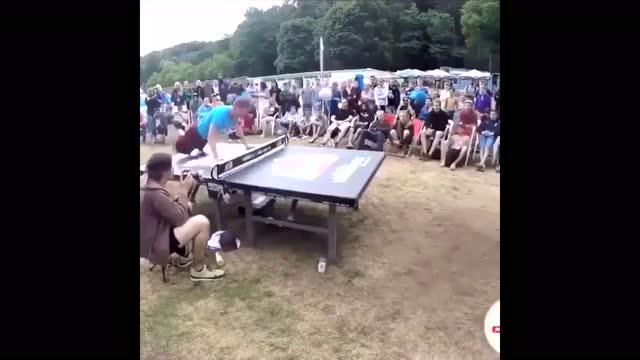 用头当球拍打乒乓球让人身世浮沉雨打萍