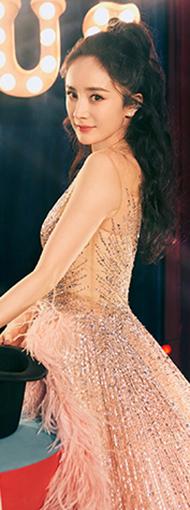 杨幂星光大赏红毯造型曝光 粉色拖尾羽毛长裙仙气弥漫