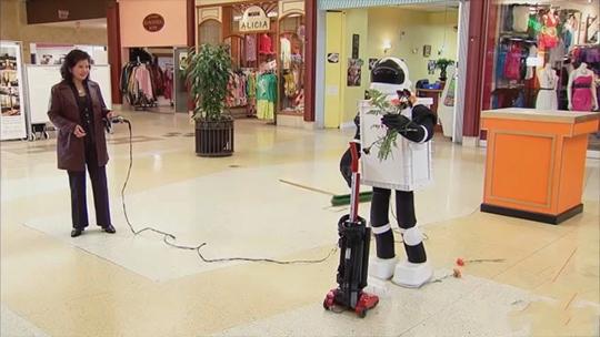 扫地机器人向吸尘器求婚?