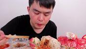 小伙吃3500一只的皇帝蟹