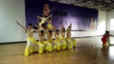 中牟县特教孩子排练舞蹈《心手相牵》 满满的感动