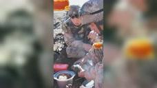 暖胃更暖心!海拔4500多米,边防官兵巡逻路上吃上自热火锅 美食视频 第1张