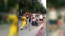 今天在北京通州马驹桥神龙公园演出。
