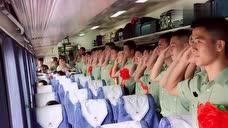 退伍軍人和現役軍人最后的告別,這個敬禮包含千言萬語!