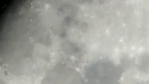 天文望远镜拍摄月球表面飞过一个巨型UFO的图片