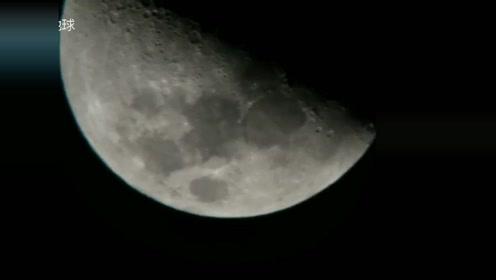 外国人通过望远镜,观察到三个不明飞行物飞向月球阴影面的图片