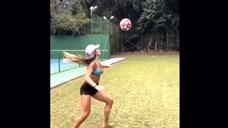 美女踢足球的技巧,也能让你为之佩服图标