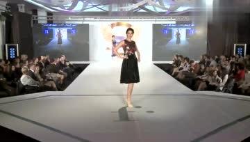 欧美时装秀:高级的流仙裙,轻盈的薄纱布料,舒适又轻柔