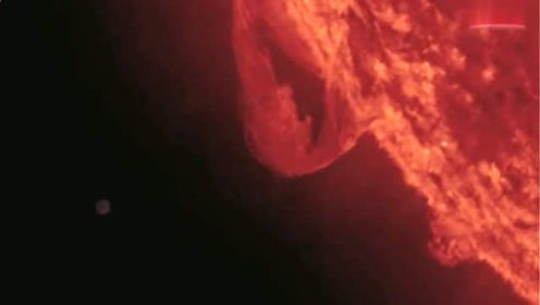 曝光!太阳被巨大的不明飞行物吸收能量的图片