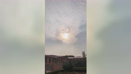 2019年7月12日韩国上空突然出现发出橙色光的UFO瞬间消失 第11张