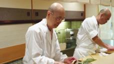 """日本94岁""""寿司之神"""",从不屑与男人握手,想吃要排队一个月!"""