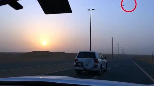 UFO划过沙漠上空,可惜还是被网友拍了下来!的图片 第17张