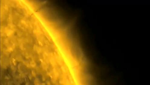 "NASA传回太阳影像 竟然疑似巨型不明飞行物""吸收""太阳能量?的图片"