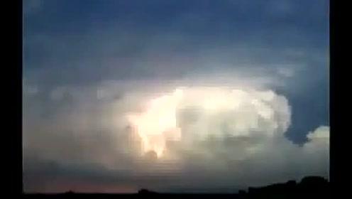 UFO?是否真的有UFO这视频是真是假还有待考证! 推荐的图片
