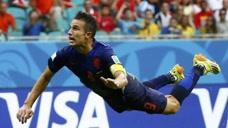 飞翔的荷兰人!世界杯最佳头球,范佩西鱼跃冲顶
