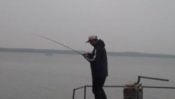 寒冬钓鱼,路亚活饵钓法最霸气,一点不夸张,搜钓大板鲫轻而易举