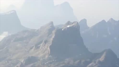 实拍山区不明飞行物瞬间消失!的图片