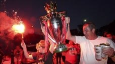 利物浦30年英超首冠 球迷安菲尔德球场外放烟花庆祝头像
